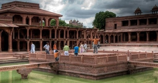 Explore the ghost town of Fatehpur Sikri India