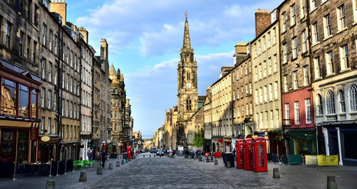 Walk the historic streets of Edinburgh on your Scotland Tour