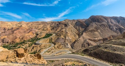 Your Petra tour begins with a trip along the Kings Way desert road