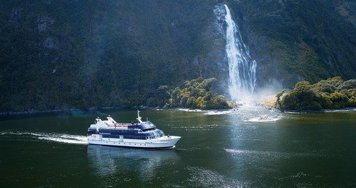 Book one of the amazing cruises i the world at Milford Sound during your next New Zealand vacations.