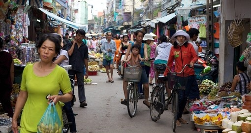 A crowded marketplace of shoppers and street vendors