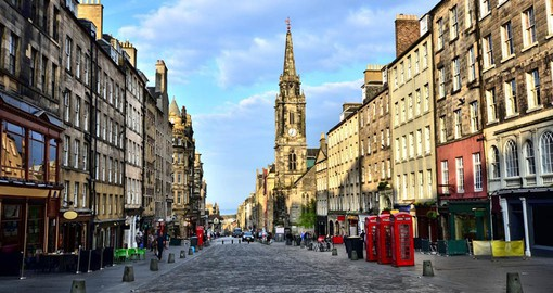 A highlight of your Scotland Vacation package is a stroll along the Royal Mile