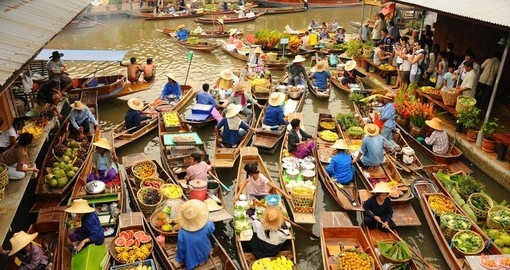 Experience tradtional Thai culutre in the Floating Market in Bangkok during your Thailand Vacation.