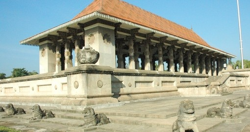 Visit the famed Independance Square and expect to see many stone lions that surround the central building on while Travelling to Sri Lanka
