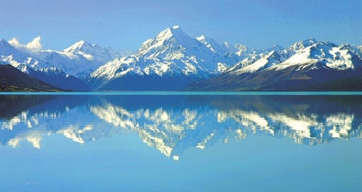 Mt Cook and Lake Pukaki provide a secnic hightlight to your New Zealand vacation