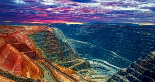Kalgoorlie's Super Pit and nearby Mount Charlotte underground mine together produce 700,000 ounces of gold a year