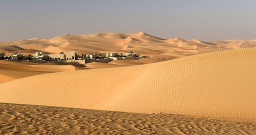 Your Abu Dhabi vacation package includes a visit to the desert.