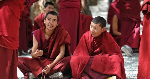 See monks on your Tibet Vacation