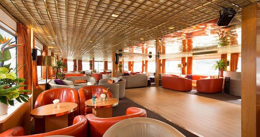 Salon bar onboard