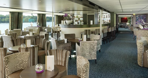 The Panorama Bar on the MS Amadeus Elegant.