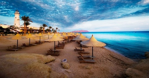 Expect a turquoise coloured ocean while on Sharm el Sheikh tours.