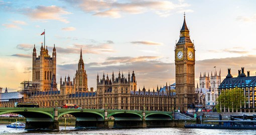 Discover the Houses of Parliament, Big Ben and Westminster Abbey on your walking tour of London