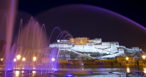 See the iconic Potala Palace in Lhasa on your China Vacation