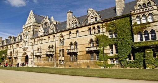 Visit Oxford city and discover its prestigious university dream of beautiful minds during your next England vacations.