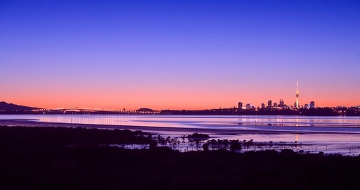 Experience skyline view of Auckland city during your next New Zealand vacations.