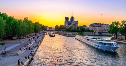 The River Seine provides the perfect backdrop for a romantic dinner cruise