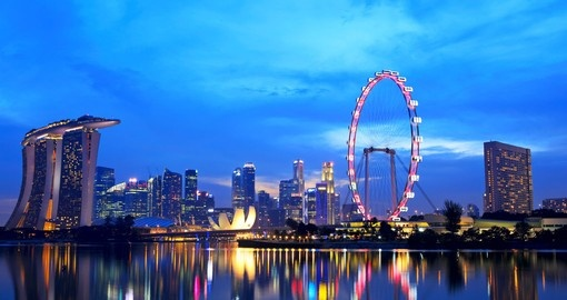 Sit atop the Singapore Flyer Ferris wheel and gaze off into the sky, an enjoyable way to spend your Singapore Vacation