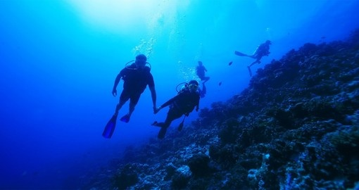 Learn and enjoy diving at Kia Ora Resort during your next Tahiti vacations.
