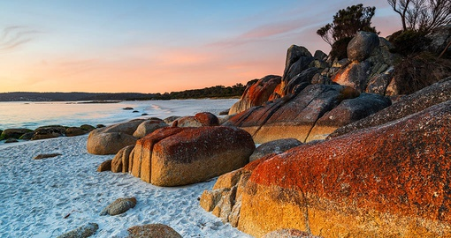 Sunrise on the Bay of Fires