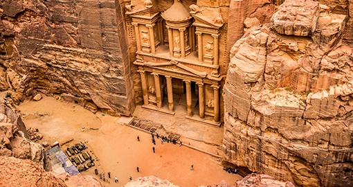 Marvel at the Al-Khazneh, one of Petra's most popular sights on your Jordan vacation
