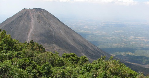 Discover the green scenery of El Salvador on your El Salvador tour