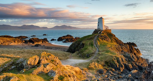 Drive along the coast line in North Wales and enjoy a relaxing experience on your Wales Vacation