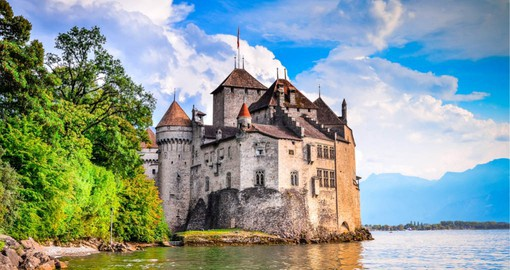 Nestled on a sheltered Lake Geneva bay, Montreux is surrounded by vineyards and the breathtaking snow-covered Alps