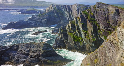 Rising over 300 meters above the Atlantic, the Cliffs of Kerry offer spectacular views over the surrounding islands