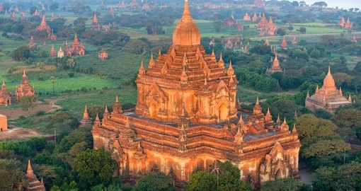 Plain of Bagan with the Htilominlo Pahto