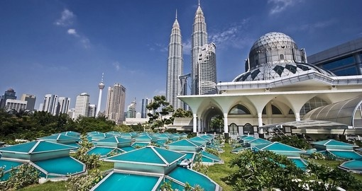 Petronas Twin Towers are one of the most popular sites that we include on our Malayasia tours.