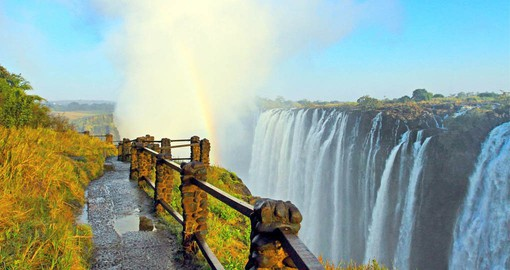 Forming the border between Zambia and Zimbabwe, V ictoria Falls is a spectacular sight of awe-inspiring beauty