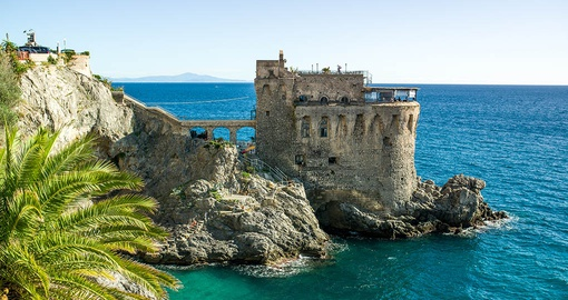 Explore  coasts and castles on your Italy Tour