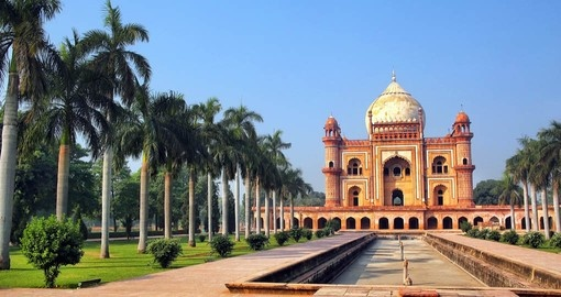 Visit the tomb of Safdarjung in Delhi on your Holidays in India