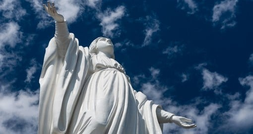 The famous Statue of Virgin Mary in Santiago is a great photo opportunity on your Chile vacation