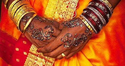 A wedding pattern on the hands of a Colombo bride