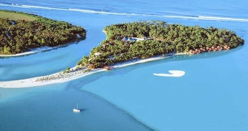 The Aitutaki Lagoon Resort is one of your accommodation choices in this Cook Islands vacation package.