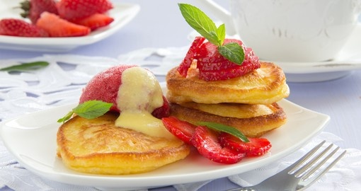 Pancakes with strawberries, strawberry sorbet and vanilla sauce