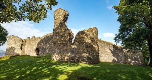 Discover Old Inverlochy Castle 13 century's ruined castle.