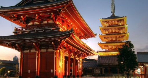 Hozo-mon Gate and the pagoda of the Senso-ji Temple