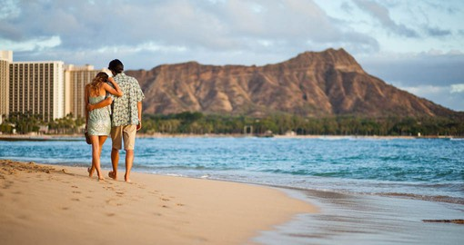 Leave your foot prints on Waikiki Beach. Image courtesy Hawaii Tourism Authority