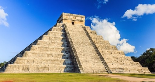 Pyramid of Kukulcan El Castillo in Chichen-Itza