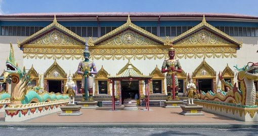 Discover Wat Chayamangkalaram and the amazing architecture that surrounds the building on your Malaysia Vacation