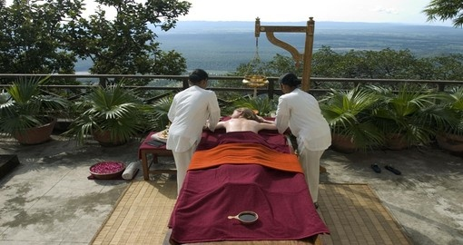 Abhayanga massage at Ananda in the Himalayas