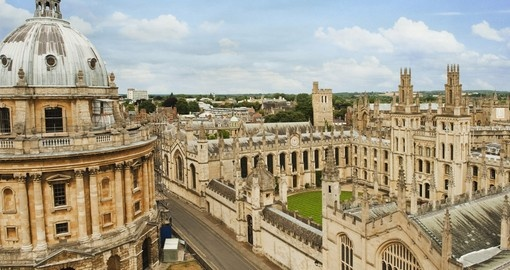 Discover Oxford University dream of many beautiful minds during your next England vacations.