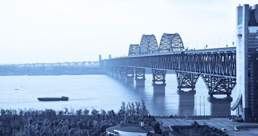 The Jiujiang Yangtze River bridge