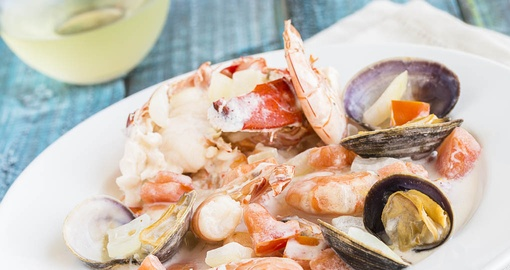 Enjoy a delicious, fresh seafood dinner on your Bora Bora vacation