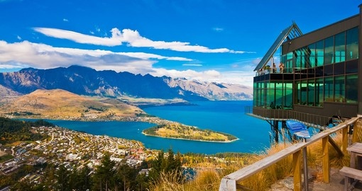 Cityscape of Queenstown with Lake Wakatipu from top during your next New Zealand vacations.