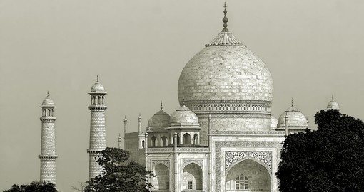 Spectacular view of the Taj Mahal - Agra