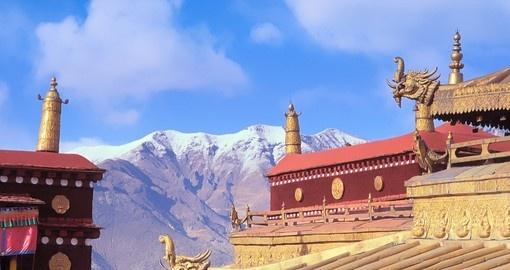 Walk around traditional Lhasa on your Tibet Tour