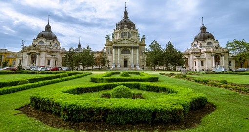 Explore beautiful exterior of Saint Stephen Basillica on your next Hungary tours.